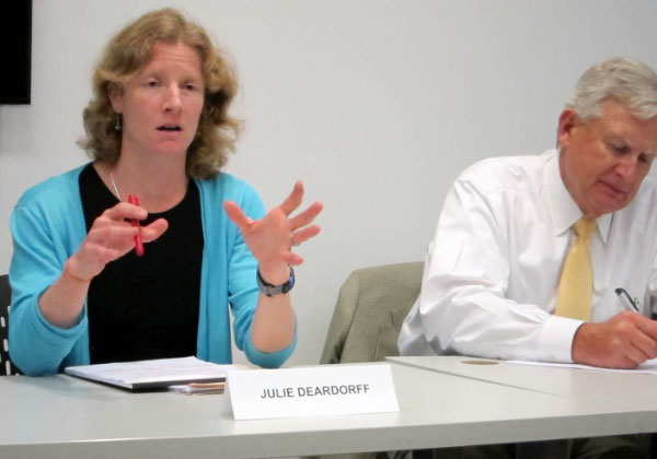 Photo: Carla K. Johnson Chicago Tribune reporter Julie Deardorff and Mark Newton, CEO of Chicago's Swedish Covenant Hospital, were panelists.