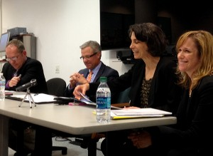 Photo: Carla K. JohnsonBruce Japsen, Dan Yunker, Marilyn Serafini and Stephani Becker (l to r) discussed the possibility of 8 million people losing health insurance, during a Chicago AHCJ chapter event.