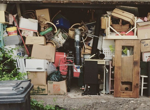 Tip sheet examines health issues of hoarding among older ...
