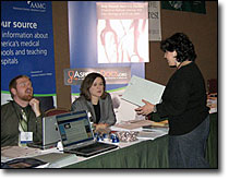 An attendee chats with exhibitors at Health Journalism 2007.