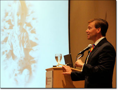 Peter Pronovost, M.D., delivers the keynote speech at Health Journalism 2010. (Photo: Pia Christensen/AHCJ)